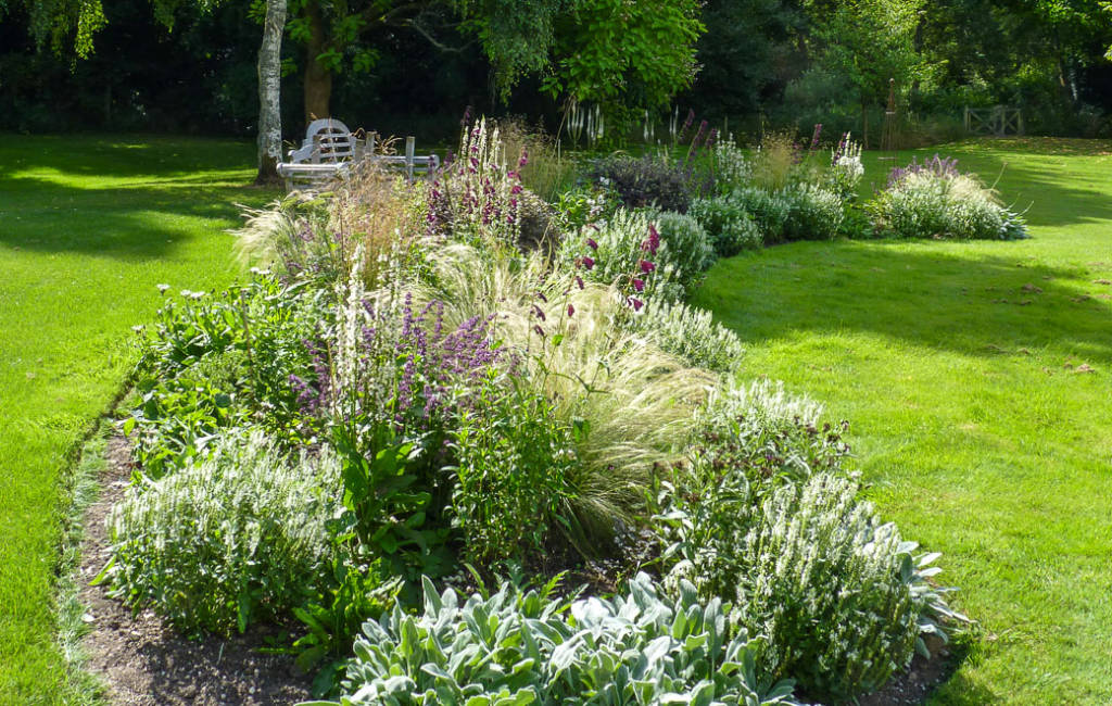 Island Bed White Garden 3
