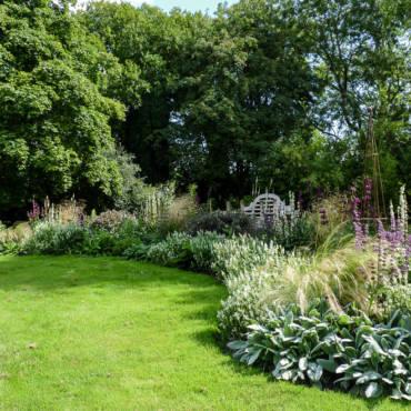 Island Bed White Garden